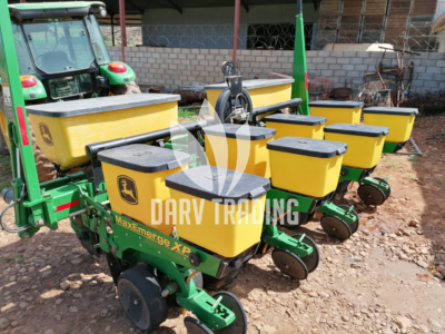 4row John Deere maize vacuum planter